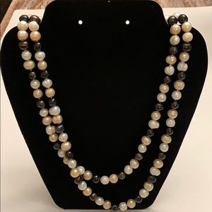 Gorgeous pearl necklace. 22in long.